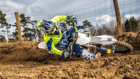 اسکرین شات برنامه Dirt Bike Stunt Wallpaper 4