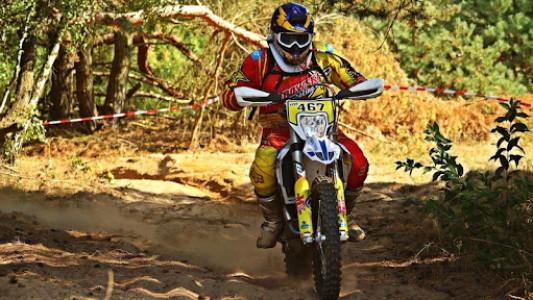 اسکرین شات برنامه Dirt Bike Stunt Wallpaper 6