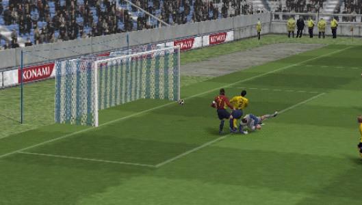 اسکرین شات بازی فوتبال PES 5 4