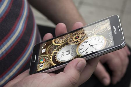 اسکرین شات برنامه پس زمینه ساعت و تاریخ طلایی 4